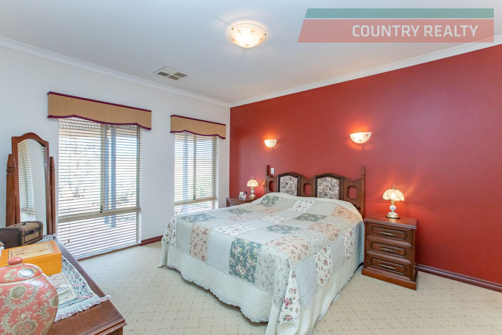 388 Hulongine Road, Jennacubbine, WA  6401